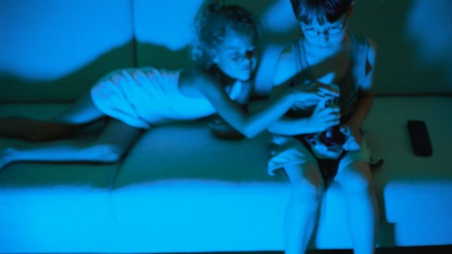 Některé děti se od joysticku nemohou odrhnout ani v noci