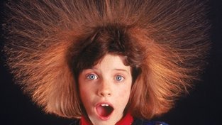 Tohle s vašimi vlasy dokáže udělat statická elektřina