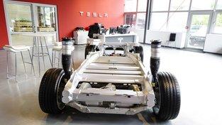 Budou Tesly jednou pohánět hliníkové baterie?