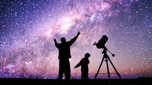 Mléčná dráha na noční obloze