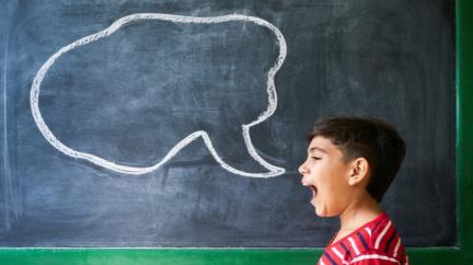 Když vaše dítě začne mluvit později, je to varovný signál