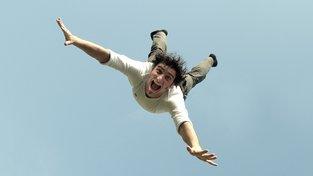 Zmocňuje se vás úzkost při létání? Patrně málo spíte