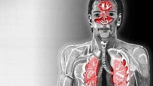 Muž se zvýrazněným respiračním traktem