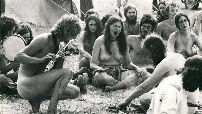 LSD, oblíbená droga mezi hippies, kteří se s ní vydávali na 'trip'. Teď, když zestárli, by jim mohla pomoci zvládat Alzheimera