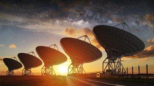 Teleskopy mířící na Mléčnou dráhu