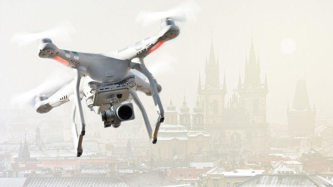 Dron sledující znečištění v Praze