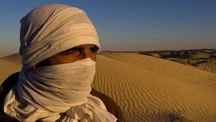 Beduíni se přizpůsobili životu v Sahaře. V tamních podmínkách se však uživí jen malá populace