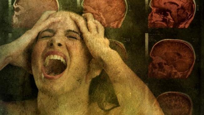 Ilustrace ženy trpící silnou bolestí hlavy