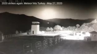 Vybuchující meteor nad Tureckem