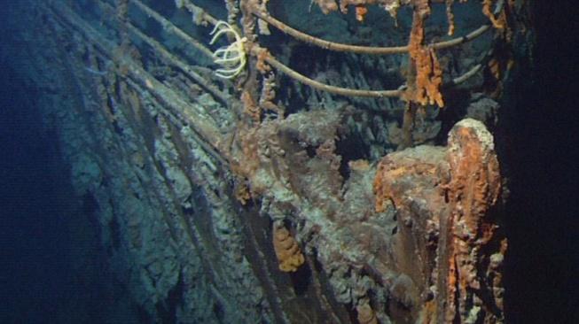 Příď potopeného Titaniku vyfotografovaná v roce 2004 robotickou ponorkou Hercules