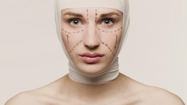 Žena připravená na plastickou operaci