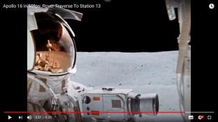 Astronaut Thomas Mattingly během měsíční projížďky