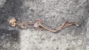 Kostra zavražděného nebo rituálně popraveného muže, který žil před 2 500 lety.
