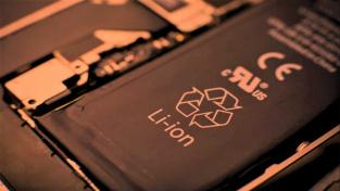 Li-ion baterie bez kobaltu budou levnější. A s nimi zlevní také mobily.