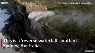 Jeden z obrácených vodopádů na pobřeží jihovýchodní Austrálie.