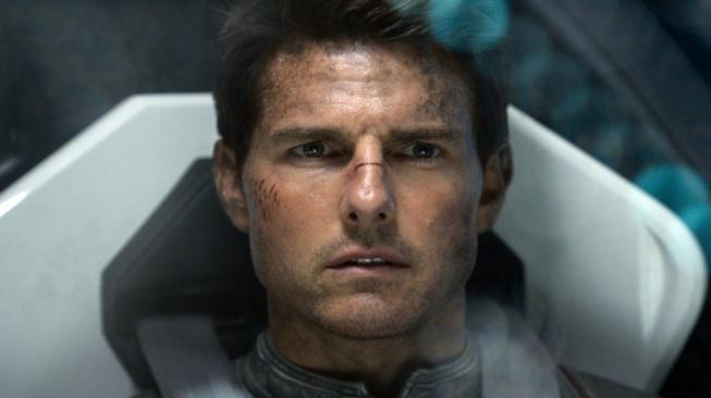 Tom Cruise ve sci-fi filmu Nevědomí (Oblivion).