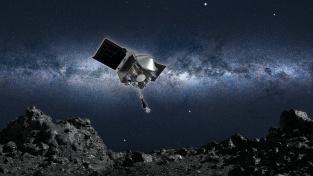 Obrázek sondy Osiris-REx přibližující se k asteroidu Bennu.