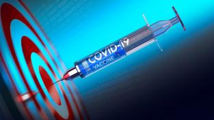 Vakcína od korporace AstraZeneca vypadá nadějně, míří do středu terče.