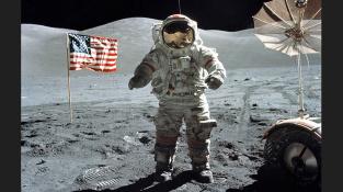 Poslední člověk na Měsíci, astronaut československého původu Eugene Cernan. Člen posádky Apolla 17. Psal se rok 1972...