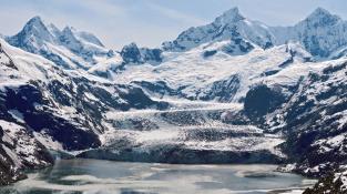 Pohled z fjordu na Barryho ledovec.