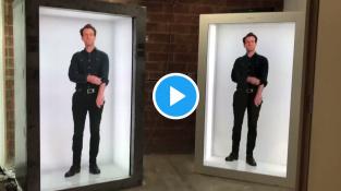 Který z těch dvou je pouhý hologram?