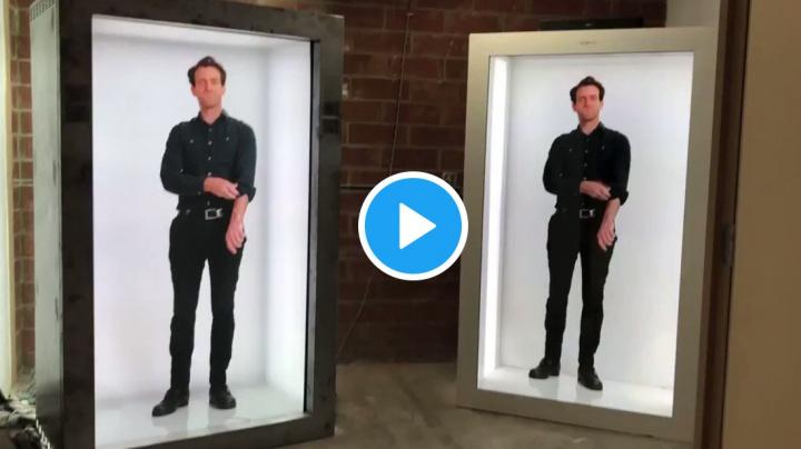 Futuristické 'telefonní' budky přenášejí třírozměrný obraz