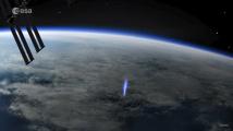 Lovec bouří zachytil modrý výtrysk směřující ze Země do vesmíru