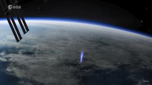 Modrý výtrysk, nadoblačný blesk směřující do kosmu.