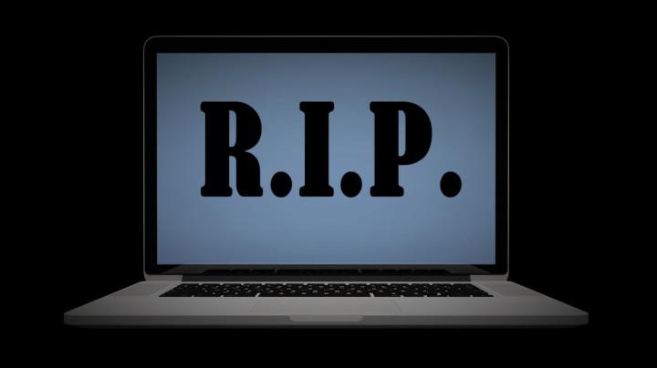 Bizarní výuka v covidových časech: Studentům online přednáší mrtvý profesor