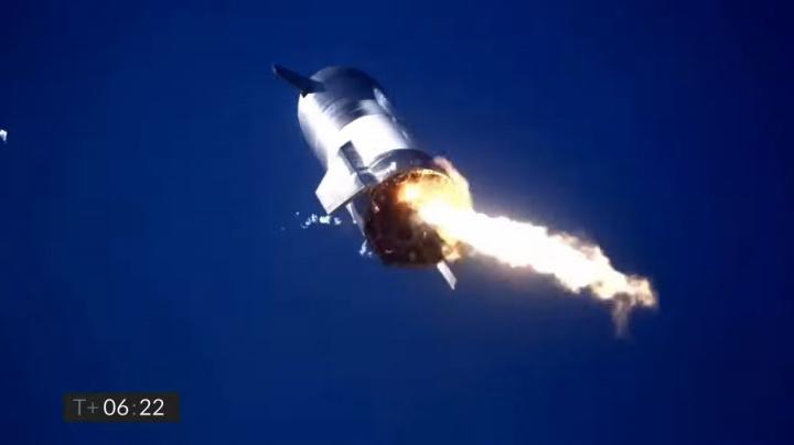 Prototyp Muskovy rakety pro Mars skončil v plamenech