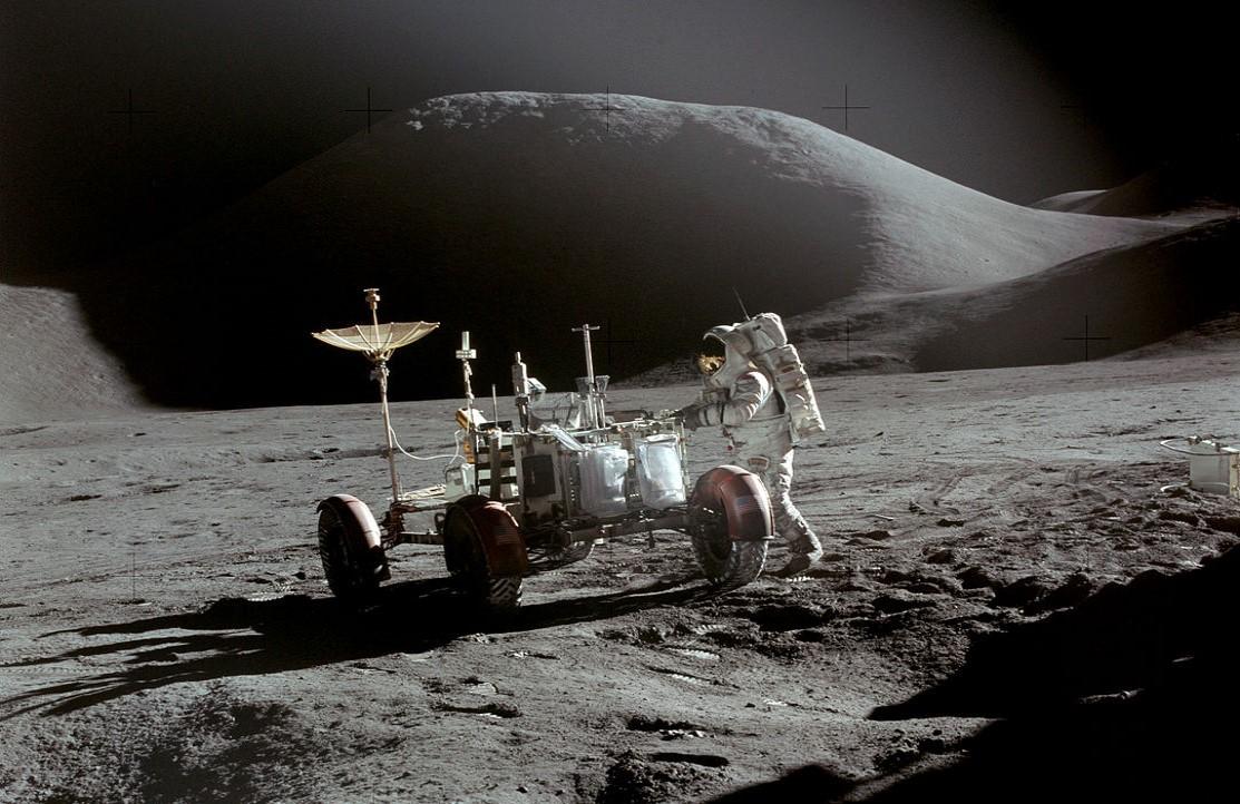 1082px-Apollo_15_Rover,_Irwin