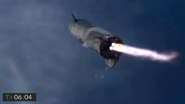 Muskova raketa pro Mars přistála. Poté však explodovala (VIDEO)