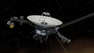 Vizualizace sondy Voyager 1 letící v mezihvězdném prostoru.