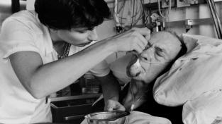 Nemocniční jídlo může být jazýčkem mezi životem a smrtí
