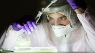 Covidová vakcína, jejíž část se má vyrábět v Česku, dosáhla účinnosti nad 90 procent