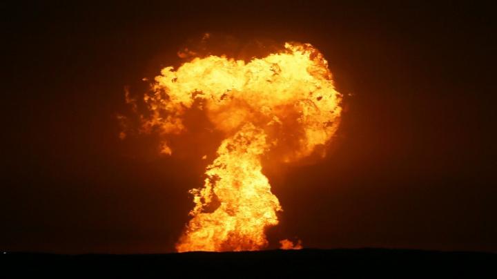 Okázalá exploze uprostřed moře vysvětlena. Je za ní 'Matka příroda'