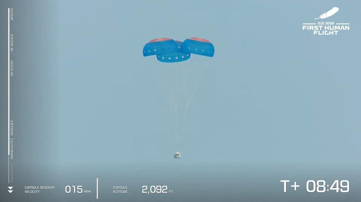 profimedia-0622368039 landing capsule