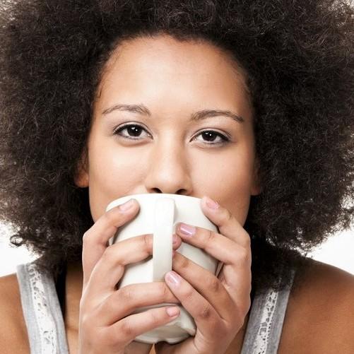 Pijete denně víc než šest šálků kávy? Váš mozek na to může zle doplatit