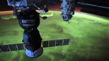 Modrá planeta? Fascinující snímky z vesmíru ukazují Zemi pod zeleným závojem