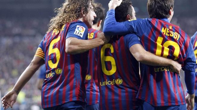 MADRID (SPAIN), 10/12/2011.- FC Barcelona midfielder Xavi Hernandez (C) jubilates with his team mates, defender Carles Puyol (L) and Argentinian striker Leo Messi (R) his goal against Real Madrid during their La Liga soccer match played at Santiago Bernabeu stadium in Madrid, Spain on 10 December 2011. MEDIAFAX / EFE
