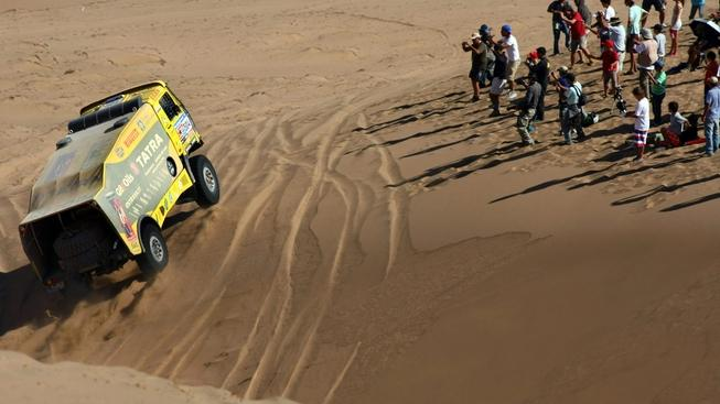 COPIAPO(CHILE), 10/01/2011.- Czech driver Ales Loprais, drives his truck during the 8th stage of Rally Dakar 2011 between Antofagasta and Copiapo, in Chile, 10 January 2011. MEDIAFAX / EFE