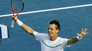 MASON (USA), 19/08/2011.- Czech Tomas Berdych celebrates after defeating Swiss Roger Federer, during their Cincinnati Masters 1000 Tournament tennis match in Mason, USA, 19 August 2011. Berdych won 6-2, 7-6. MEDIAFAX / EFE
