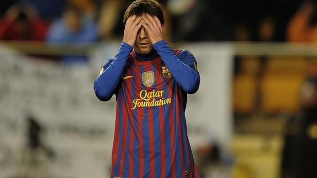 Barcelona's Argentinian forward Lionel Messi (R) reacts during the Spanish league football match Villareal CF vs Barcelona on January 28, 2012 at El Madrigal stadium in Villareal. The match ended in a 0-0 draw. AFP PHOTO/ JOSE JORDAN (Photo credit should read JOSE JORDAN/AFP/Getty Images)
