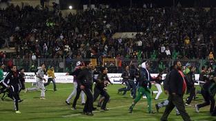 Střety po fotbalovém zápasu v Egyptě si vyžádaly desítky obětí