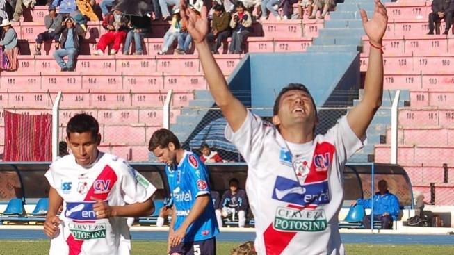 Fotbalista v Bolívii dal gól roku! Zakončil legendárním 'škorpionem'