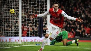 Van Persie řídil vysokou výhru Arsenalu 7:1, vyhrál i Manchester City
