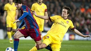 BARCELONA, (SPAIN) 08/03/2011.- Argentinian FC Barcelona striker Leo Messi (L) dribbles Czech midfielder Tomas Rosicky (R) of Arsenal FC during their Champions League eighthquarter finals second leg match played at Camp Nou stadium in Barcelona, Catalonia, Spain on 08 March 2011. MEDIAFAX / EFE