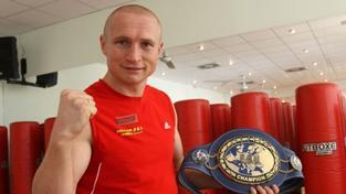 Boxer Konečný je mistrem světa, Larbiho knokautoval