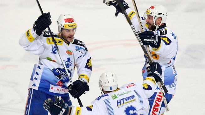 V pražské Tipsport areně se 17. března 2012 odehrálo 5. utkání čtvrtfinále play-off Tipsport extraligy ledního hokeje mezi celky HC Sparta Praha a HC Kometa Brno. Na snímku radost hráčů Brna po vyhraném zapase. MILAN KAMMERMAYER / MEDIAFAX