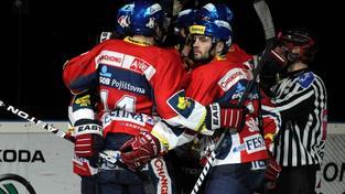 V pardubické ČEZ areně se 24. března 2012 odehrál 1. zápas semifinále play off Tipsport extraligy ledního hokeje mezi celky HC ČSOB Pojišťovna Pardubice a Bílí Tygři Liberec. Na snímku radost Pardubic. PETR ZBRANEK / MEDIAFAX